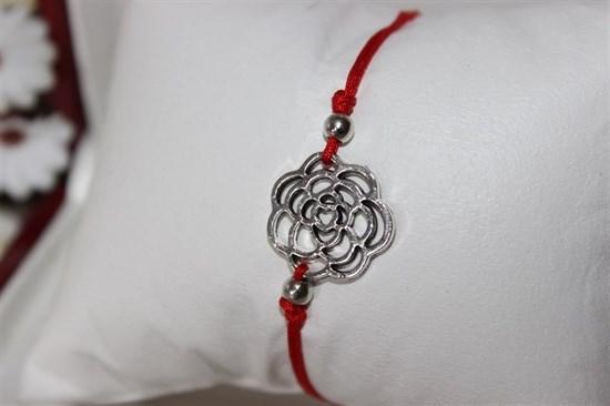 Браслет красная нить с подвеской (серебро) в виде цветка - фото 27938