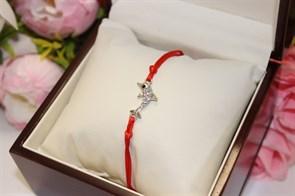 Браслет красная нить с подвеской  в виде дельфина  (серебро)