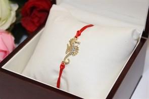 Браслет красная нить с подвеской в виде морского конька (Золото)